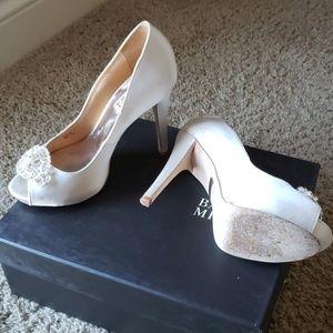 Badgley Mischka Shoes - Badgley Mischka white heels